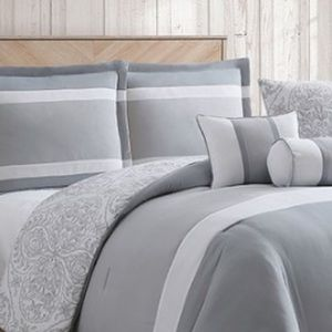 Other - BNWT 6 pieces King reversible comforter set